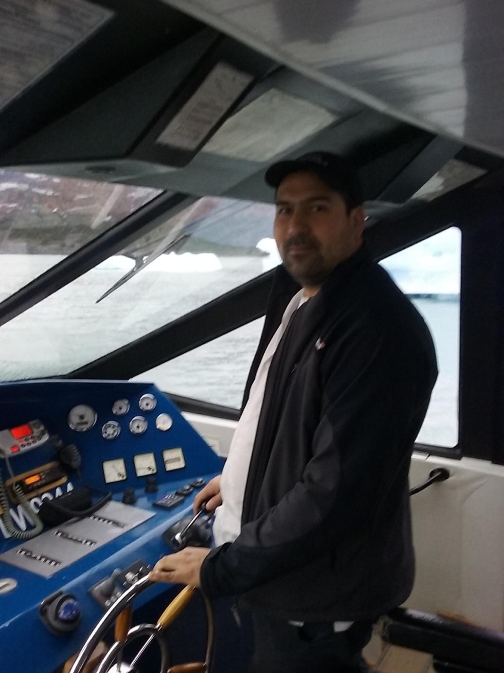 El Capitan de la embarcación